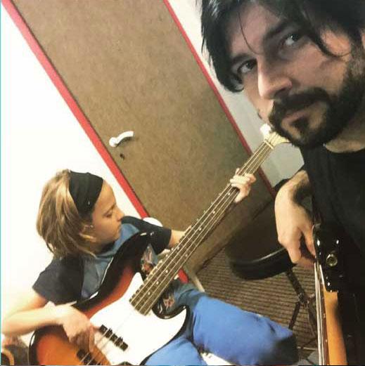 מורה לגיטרה בס